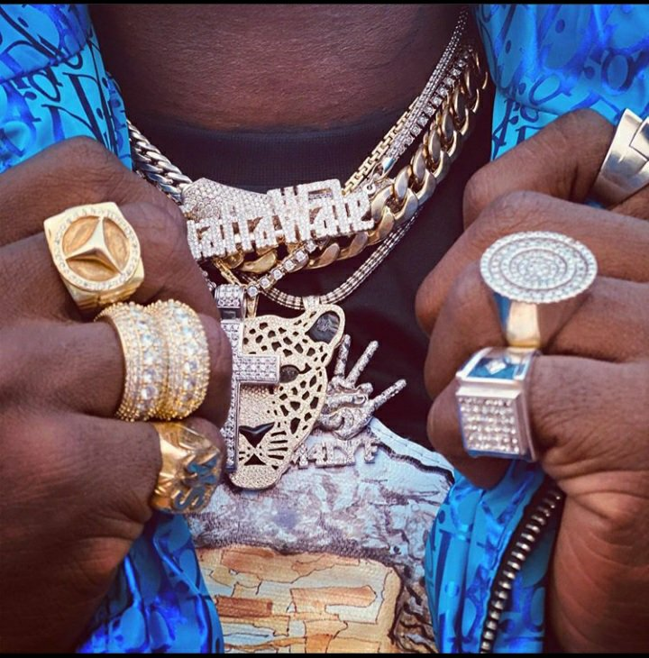 Ghana's supposed Drake Lamborghini money on Shatta Wale's neck & fingers » NobAfrica