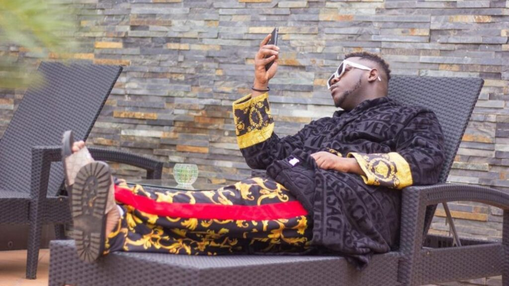 You become a devil to people the day you are not in position to help them after helping time a 1000 times – Medikal | NobAfrica